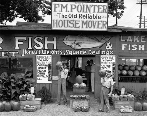 Walker Evans, Roadside Stand near Birmingham, Alabama 1936