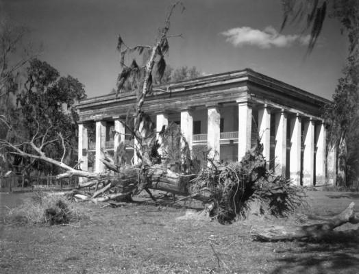 Walker Evans, Louisiana Plantation House, 1935