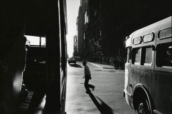 Robert Frank From the Bus, New York, 1958 Bromsilbergelantie Museum Folkwang Robert Frank; courtesy Pace/McGil Gallery