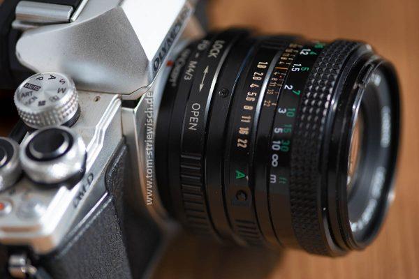 Illustration zu Canon FD 50m 1.8 an Olympus OM-D E-M10II